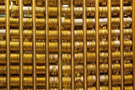 souq: Gold market in Dubai, Deira Gold Souq Stock Photo