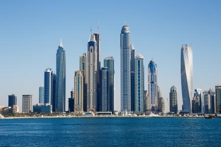 DUBAI, Verenigde Arabische Emiraten - 7 november: Algemeen zicht op de jachthaven van Dubai, op 7 november 2013, Dubai, UAE. In de stad van kunstmatige kanaal lengte van 3 kilometer langs de Perzische Golf.