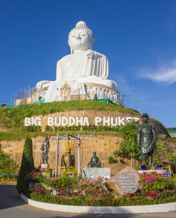 marmorate: PHUKET, THAILAND - FEBRUARY 2, 2013:The marble statue of Big Buddha