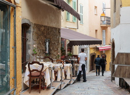 cote d'azur: Street cafe in Cannes