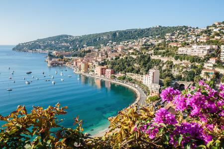 빌 프랑 슈 쉬르 메르의 마을 근처 코트 다 쥐르 (Cote d' Azur)의 파노라마보기