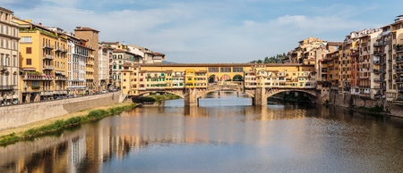 medici: FLORENCE, ITALY - 23 JUNE, 2014: Panoramic view of the bridge Ponte Vecchio