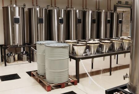 Distilleerder voor de productie van parfum in Fragonard in Grasse, Frankrijk Redactioneel