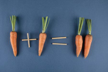 carrot: zanahorias y las matem�ticas escolares con problemas de matem�ticas Foto de archivo
