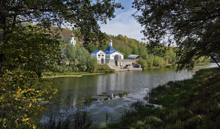russian orthodox: Russian Orthodox Church on the shore of a pond in autumn