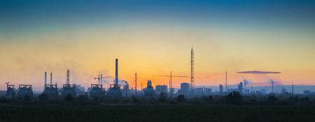 paesaggio industriale: Panoramic view of the industrial landscape at sunset