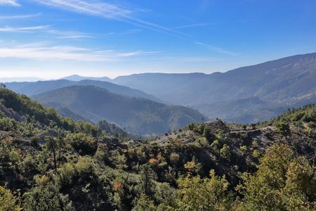 Panoramisch uitzicht op de bergen in de Alpes-Maritimes
