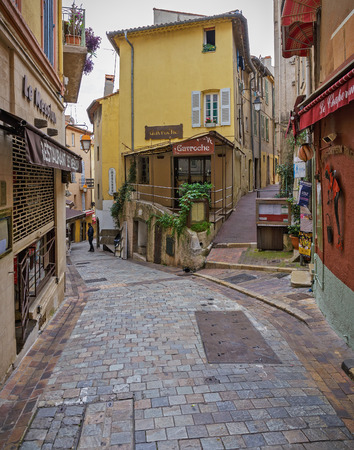 CANNES, FRANKREICH - 3. NOVEMBER 2014: Berühmtes Straßenkaffee Gavroche