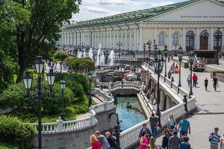Moskau, Russland - 4. Juni 2018: Brunnen vier Jahreszeiten auf dem Manezh-Platz in Alexander Garden