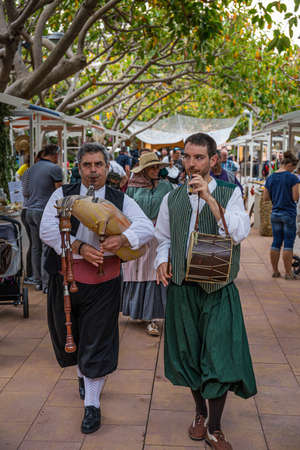 Portals Nous, Spain - 26.05.19: Musicians and dancers in national costumes perform for tourists and citizens at the village fair 新聞圖片