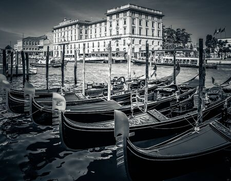 VENICE, ITALY - 26 JUNE, 2014: Gondola on the canals of Venice 版權商用圖片