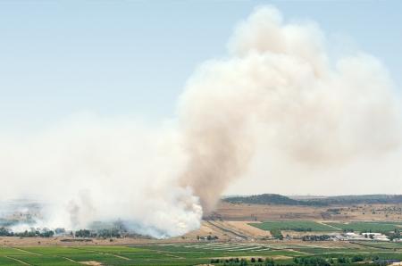 bombardment: JUNE 06: Battle in Syrian city Al-Qunaytirah near Israeli border on June 06, 2013 in Al-Qunaytirah, Syria