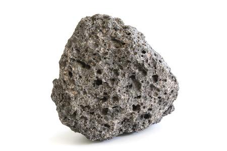 Kawałek wulkanicznej skały magmowej z extrusive porowatej powierzchni ściernych samodzielnie na biały