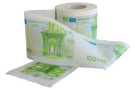 Rol van 100 Euro bankbiljetten toiletpapier geïsoleerd op witte achtergrond