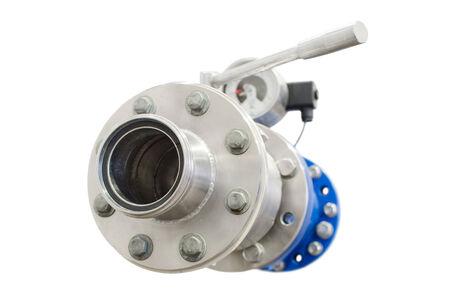 Benzine benzine pijp met flens ventiel en manometer op wit wordt geïsoleerd kleine DOF