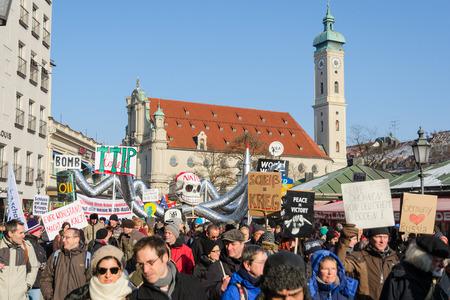 incursion: Munich, Allemagne - 7 F�vrier, 2015: Manifestation pacifique et rassemblement de protestation contre la pr�sence de l'OTAN et les forces militaires am�ricaines en Europe et l'expansion vers l'est. Editeur