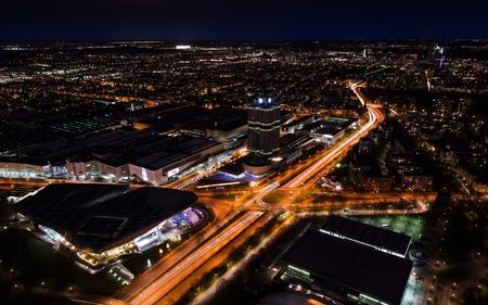 München Nacht Panoramablick Luftbild mit hellen Lichtern Standard-Bild - 92579855
