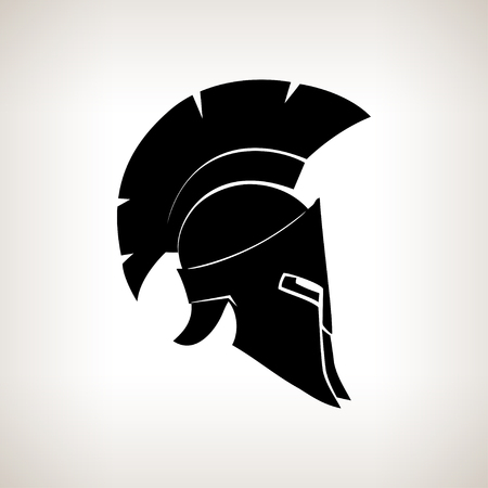 antigua grecia: Antigüedades romanas o casco griego para los soldados protección de la cabeza con una cresta de plumas o pelo de caballo con aberturas para los ojos y la boca Foto de archivo