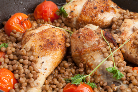 Fricassee of chicken with soy and tomatoes.