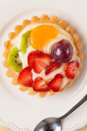 fruit tart: Mini fruit tart.