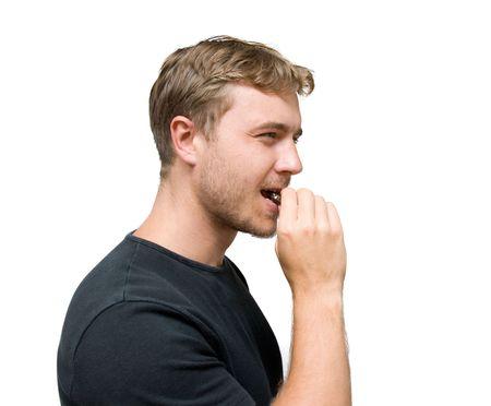 junger Mann mit Schokolade isoliert