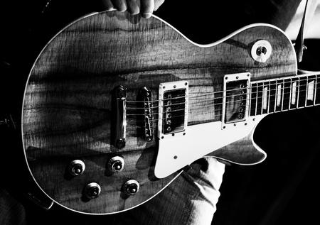 Gitarrist einer Rock-Band mit einer Gitarre Lizenzfreie Bilder