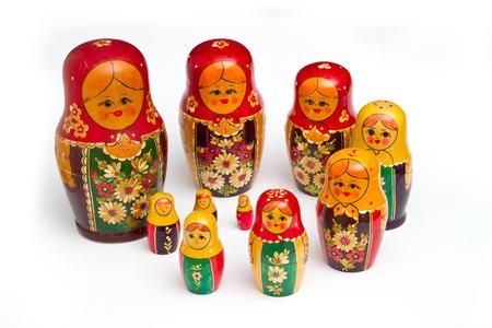 russische Puppen auf wei�em Hintergrund
