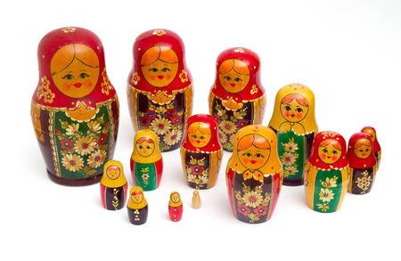 mu�ecas rusas: mu�ecas rusas sobre fondo blanco