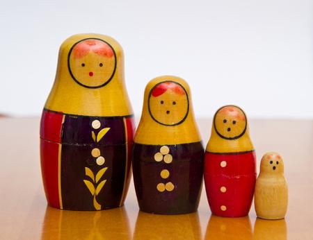 mu�ecas rusas: mu�ecas rusas de mesa de madera