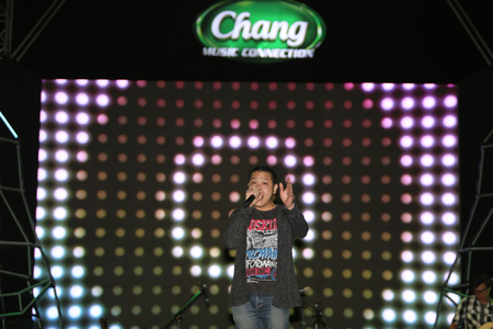 surat: SURAT THANI, THAILAND - FEBRUARY 21 : Flure Band performs at Chang Music Connection Concert on February 21, 2015 in Surat Thani, Thailand. Flure is a Thai rock band, formed in 2002.