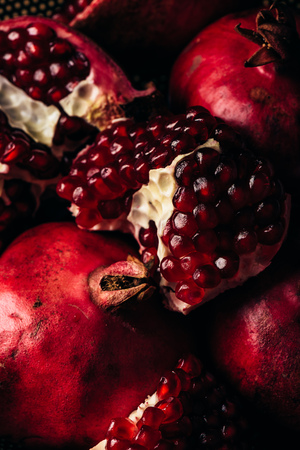 Background of ripe and red pomegranate fruit 免版税图像