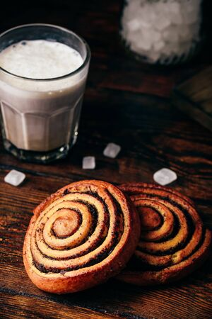 Sweet roll with poppy seeds. Glass of cappuccino and sugar Reklamní fotografie
