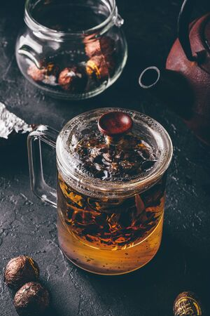 Steeping red tea in glass mug with cap