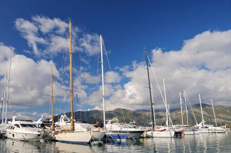 Yachts in marina Banque d'images