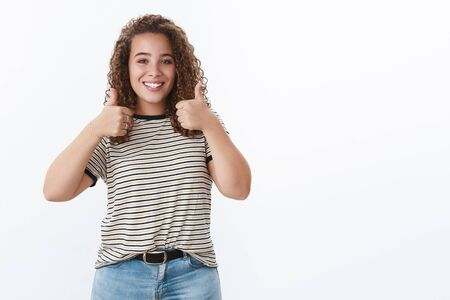 Totally agree you did best. Smiling satisfied cute overweight body-positive happy girl curly-haired blue eyes showing thumbs-up like approval gesture grinning like cool outfit recommend buy Banque d'images