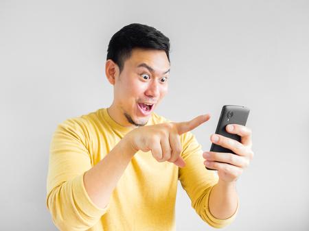 Asian man is playing mobile game. Standard-Bild