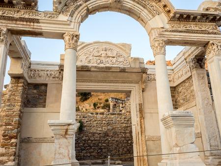 friso: Izmir, Turquía - 13 de septiembre 2016: Éfeso la atracción del recorrido patrimonio de la humanidad en Turquía.