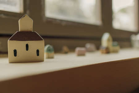 Tiny simple resin houses decorated on the edge of windows. Banco de Imagens