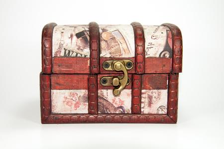 cofre tesoro: Una caja de joyas de madera. Podr�a ser utilizado como un cofre del tesoro.