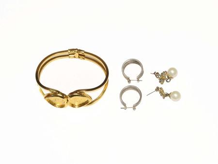Ear rings and bracelet photo