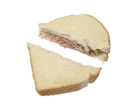 Gesneden de sandwichfoto van tonijnvissen op wit