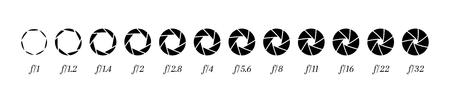 Rangée de diaphragme d'objectif de caméra avec numéros de valeur d'ouverture. Vecteurs