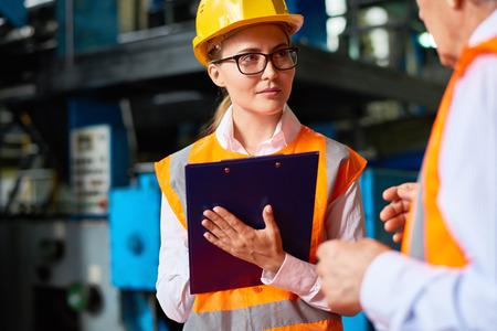 공장 워크샵에서 안전 점검