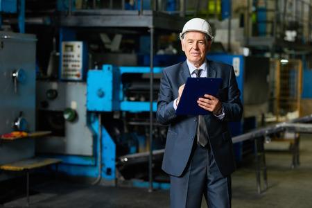 Fabriekseigenaar in werkplaats