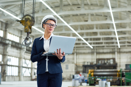 Successful building contractor using laptop Stock fotó - 90661512