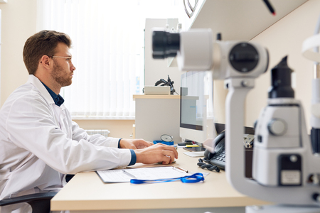 Ophthalmologist Working with Computer in Office Zdjęcie Seryjne - 91465578