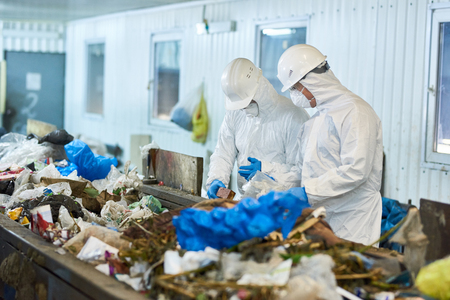 Trash Sorting on Waste Processing Plan Stockfoto