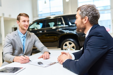 Handsome Young Man Buying Luxury Car Stockfoto - 93389186