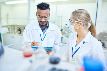 Research Scientists Working in Laboratory Stok Fotoğraf