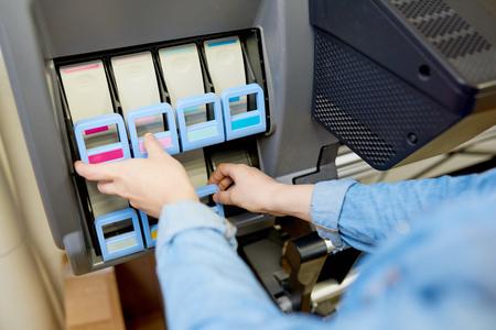 Cartuchos de tinta en trazador Foto de archivo